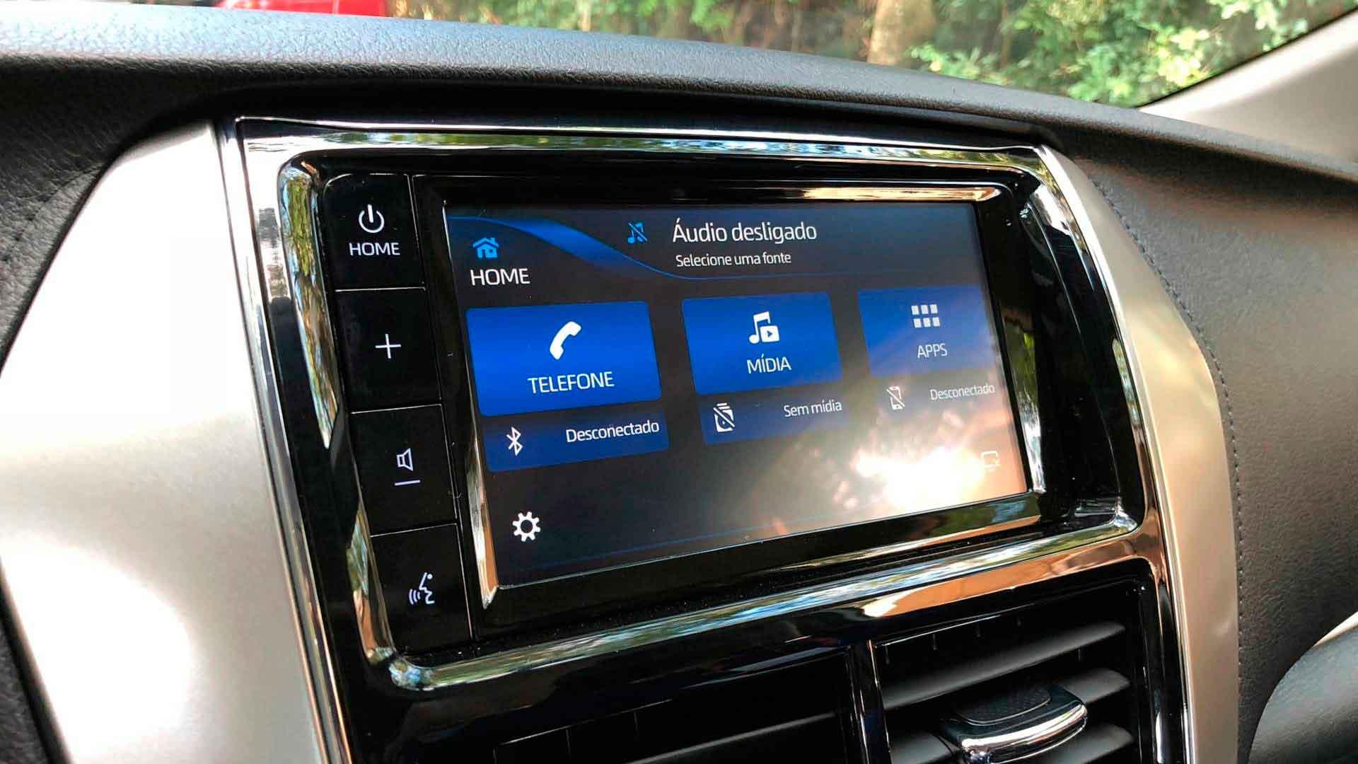 Central Multimidia Toyota Yaris com sistema SDL