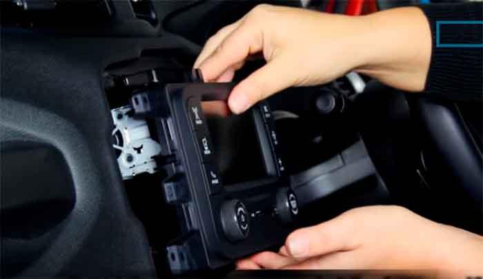 remover radio renegade